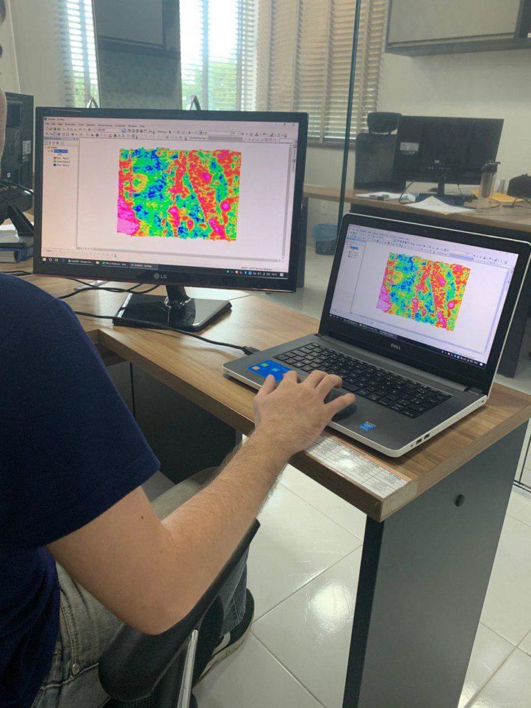 principais softwares de geologia